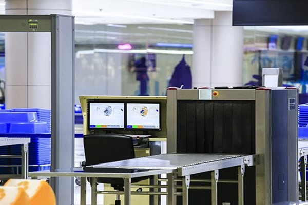 Customer-Story-Newark-Airport-Improves-Travel-Experience-With-RAIN-RFID-feature-image