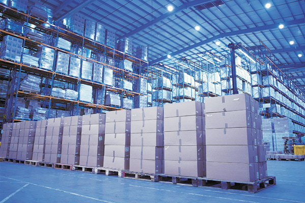 picture-of-a-row-of-pallets-stacked-with-boxes